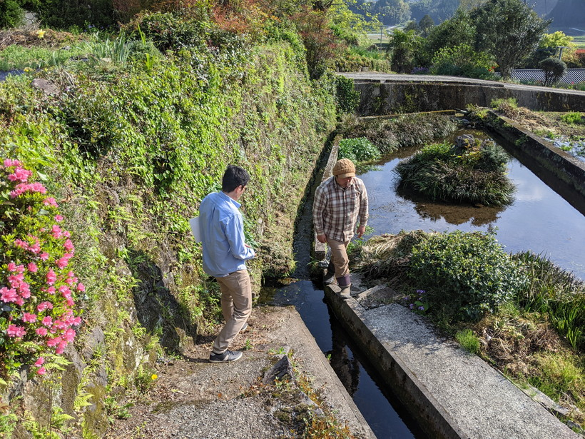 水源へ向かう大森と井田